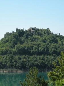 quel che rimane del castello di Castreccioni