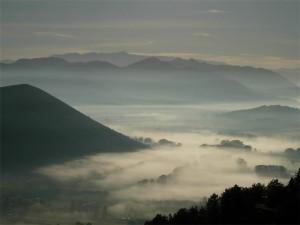 Nebbia d'autunno nella valle dell'Aterno