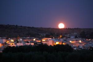 Faggiano e la luna piena che sorge