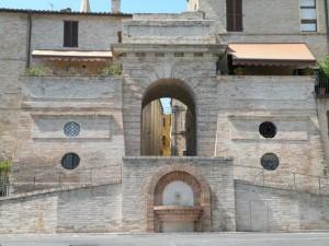 una bella porta del borgo