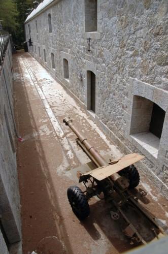 Valdisotto - Il forte Venini di Oga con il suo cannone