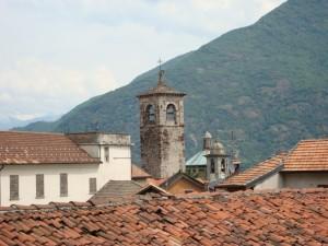 I tetti e il campanile di Cannobio