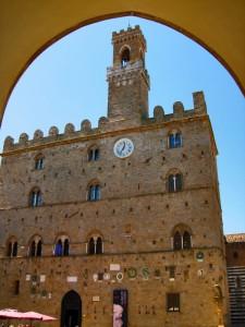 In cornice - Palazzo dei Priori