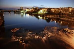 Le acque del Ticino accarezzano Pavia