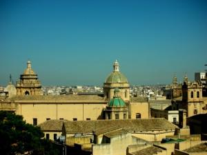 Veduta tra la cattedrale e altre chiese