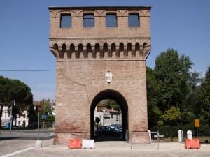 la torre con la porta della piazza