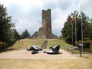 la torre della   rocca sul monte  battaglia