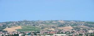 Panorama di Sant'Egidio alla Vibrata con le colline sullo sfondo.