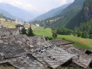 tetti in pietra nel vallone di Bellino