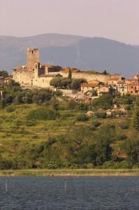 Frazione di San Savino, lungo le sponde del Lago Trasimeno