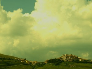 Castelluccio e nuvole