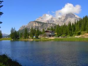 Il lago di Antorno con vista sul Monte Cristallo