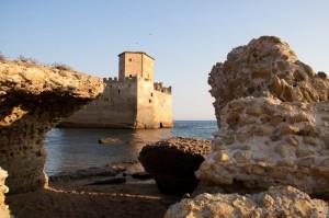 Castello di Torre Astura tra le rovine