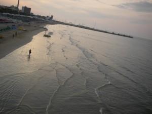 La spiaggia al tramonto…(vista dalla rotonda)