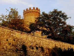 "Montefollonico - Cinta muraria con la ""Torre del Cassero"""