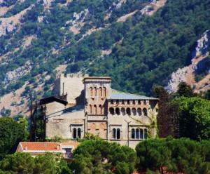 il castello d'Ayala-Valva