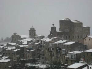 la rocca sotto la neve