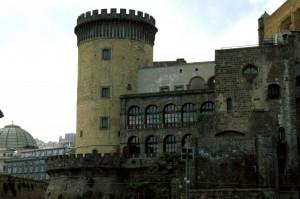 La torre svetta sul molo Beverello