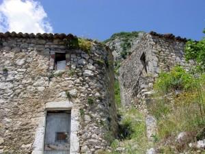 Una porta sopravvive !. Castelnuovo al Volturno (frazione di Rocchetta a Volturno)