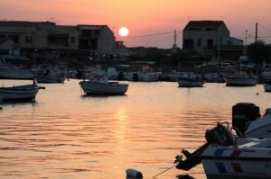 Marzamemi frazione di Pachino (Siracusa), il porticciolo al tramonto, 16ago2009