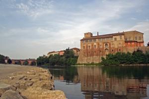 castello Borromeo sulla riva dell'Adda