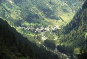 panorama di Carcoforo dall'alto (alta Val Sesia)