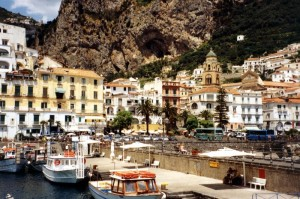 Rocce a picco sul mare ad Amalfi
