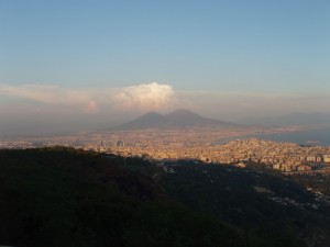 Il Vesuvio e il golfo dalla collina di Camaldoli (Napoli)