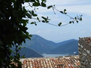 Il lago di Piediluco,visto dai tetti del borgo di Labro