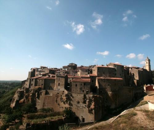 Farnese - Veduta della cittadina arroccata