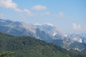 Sotto le Alpi Apuane