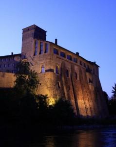 Il Castello di Cassano al volgere della sera