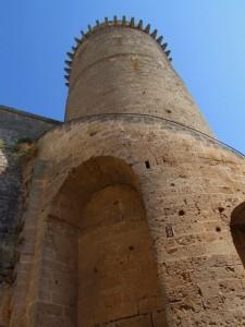 Una delle torri del Castello di Oria