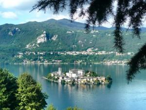 Un gioiello incastonato nel lago d'Orta. L'isola di San Giulio.