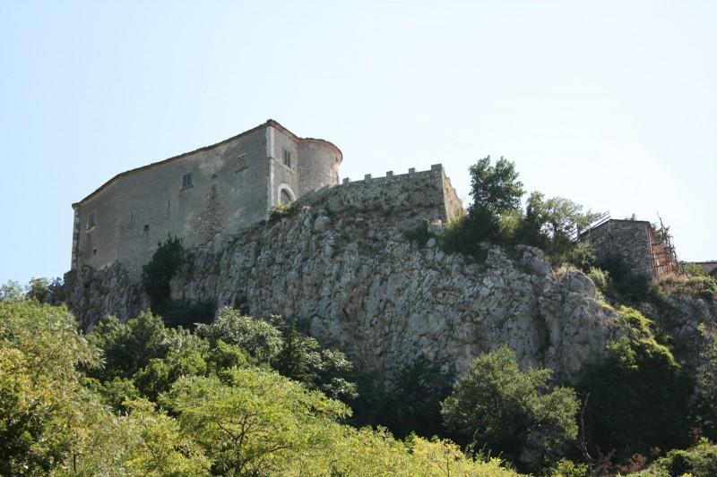 ''Il castello…..da lontano'' - Macchiagodena