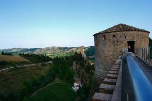 Rocca Manfrediana e Torre dell'orologio da un'altra prospettiva.
