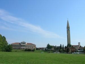 A sinistra Villa Morosini Cappello