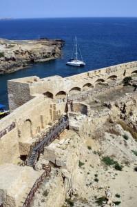 La fortezza di Le Castella sul mare