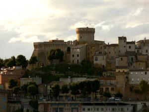 Veduta della fortezza e del paese