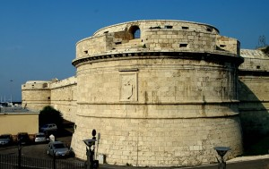 Uno dei torrioni del forte Michelangelo