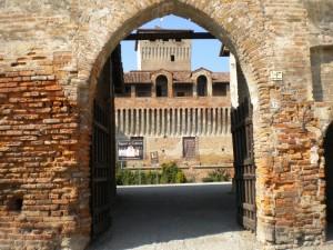 Arrivando alla Rocca di Roccabianca..