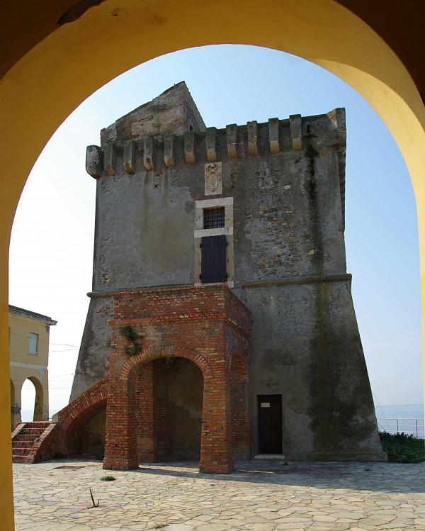 """''Dal portico della città dei ragazzi """" Torre Marangone """"'' - Civitavecchia"""