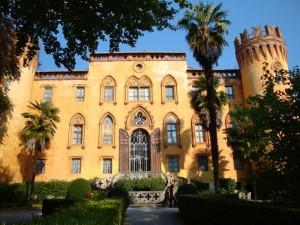 Castel del Roccolo, Busca