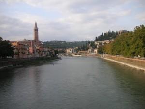 Vista nord dell'Adige dal Ponte Nuovo