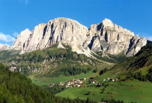 Corvara in Badia - Vista su Colfosco e il Gruppo del Puez dalla ferrata Tridentina