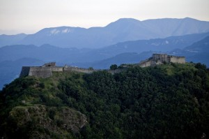 la fortezza di Verrucole al tramonto