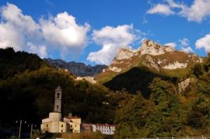 Cardoso, e in alto il monte Forato