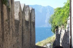 le mura e il lago