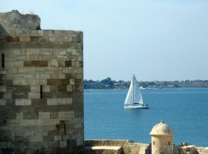 16-Torre di Nord Ovest Maniace con barca e vista Maddalena