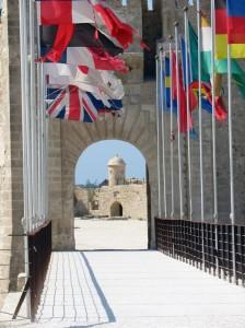 22-porta fortificazioni, bandiere del mondo ed ex ponte levatoio Maniace